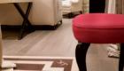 Il luxury hotel 5 stelle J.K. Place che, di recente, è stato oggetto di un prezioso intervento, per quanto riguarda la posa in opera delle pavimentazioni in parquet. Autore di questo delicato lavoro, Costica Vasile Pruteanu, titolare di PrutyParquet